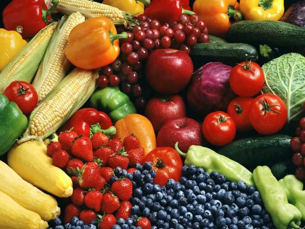 Ein bunter und ausgewogener Speiseplan sind sowohl in der veganen, als auch in der konventionellen Ernährung wichtig.