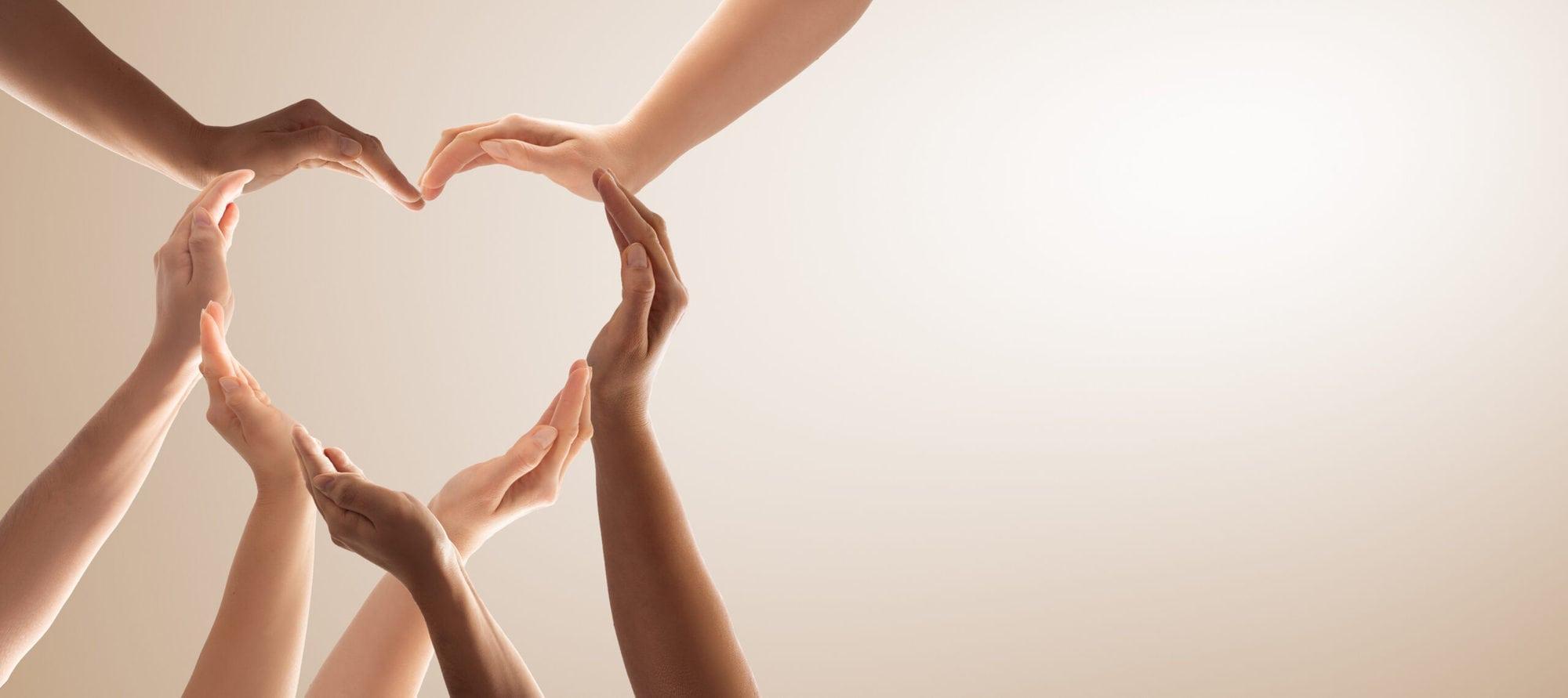 Ein aus Händen geformtes Herz